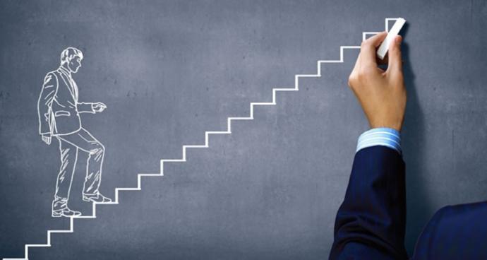 Hiçbir merdiven olmasa bile, kendi başının üstünde tırmanmayı öğrenmelisin. (Nietzsche)