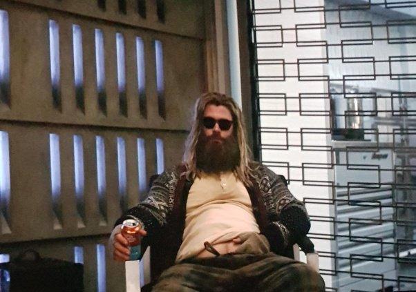 Chris Hemsworthun en erkek gibi göründüğü hali.