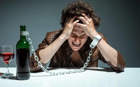 Alkolü Tüketirken Zararlarını Göz Önünde Bulunduruyor musunuz? İşte Alkolün Verdiği 7 Zarar