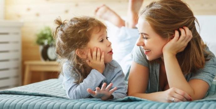 Şu tatlı bebişle sohbet kimbilir ne kadar keyiflidir. 🙂🙂