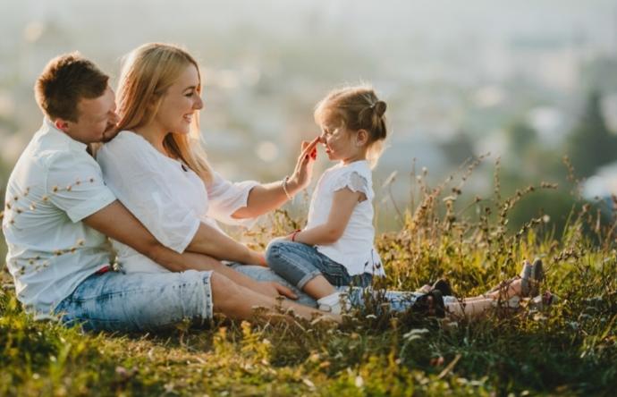 Geleceğinize yapacağınız en önemli yatırım, mutlu ve öz güvenli bir çocuktur...