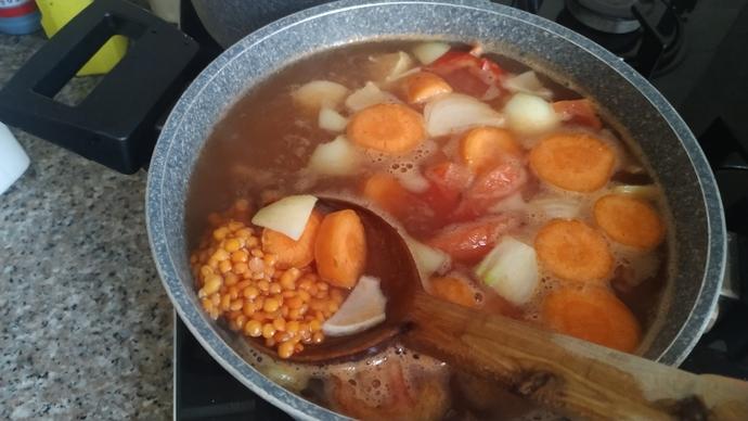 İftara Yarım Saat Kala Hazırlayabileceğiniz Sıcak Bir Çorba; Sebzeli Mercimek Çorbası