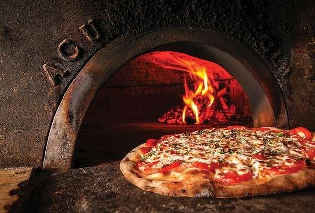 Bir Oturuşta Bitireceğiniz Nefis Pizza Tarifi