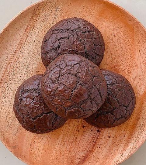 Sütle Yenildiğinde Ağızında Şenlik Oluşturacak Lezzet: Brownie Kurabiye