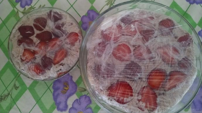 Pişirme Derdi Yok! 10 Dakikada Hazırlanan Çikolata Soslu Meyveli Pasta