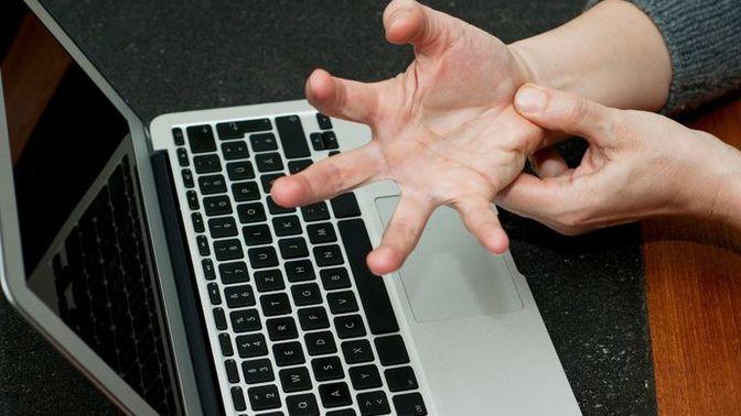 Teknoloji Bağımlılığının Neden Olduğu RSI Hastalığı Nedir?