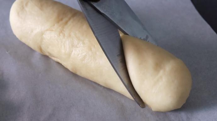 Yumuşacık Hamuru Ve Nefis Lezzetiyle Sosisli Pizza Poğaça
