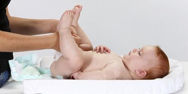 Ebeveynler Buraya: Bebeklere Gaz Masajı Yaparken Hangi Yağlar Kullanılmalı?