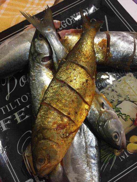 Lezzetli Balığın Sırrı: Fırında Özel Soslu Tereyağlı Levrek Tarifi!