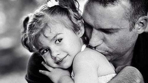 KizlarSoruyorda Babalar Günü Kutlaması: İlk Kez Baba Olma Heyecanı Yaşayan Kurucumuz Tolga Tanrıseven ile Söyleşimiz Var