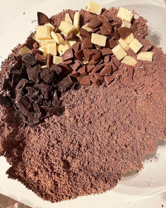 İçi Islak, Dışı Kıtır Bir Lezzet: Üç Çikolatalı Islak Kurabiye
