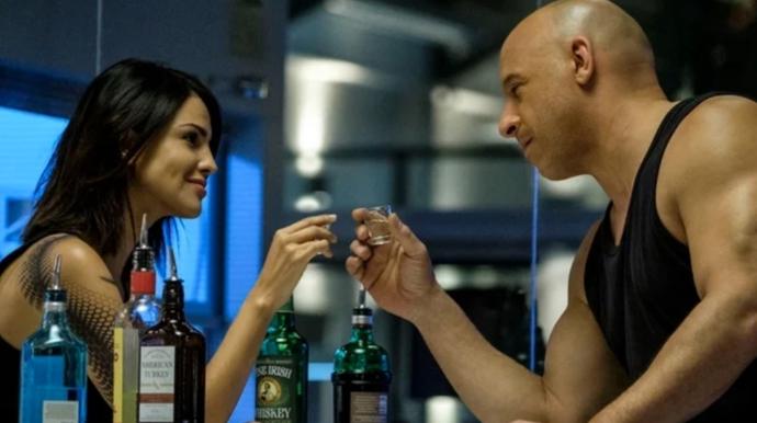 Ray ve KT içkileri tecrübe ederken...