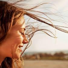 Güneşin Zararlı Işınlarından Saçlarımızı Korumak Artık Çok Kolay!