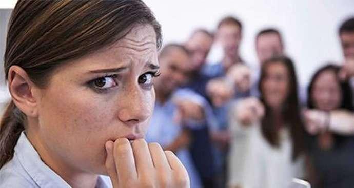İnsan İlişkilerinin Prangası: Sosyal Fobi