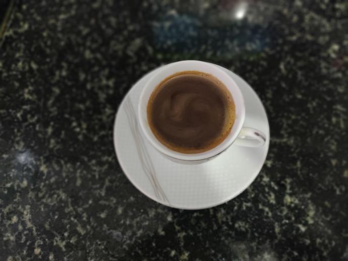 Kahvemizi fincana dökelim.