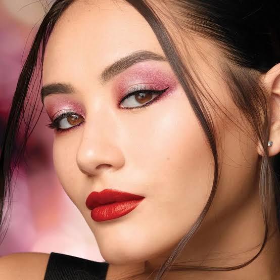 Kırmızı Rujla Adeta Birbirini Tamamlayan, Gözleri Kamaştıran 5 Göz Makyajı!