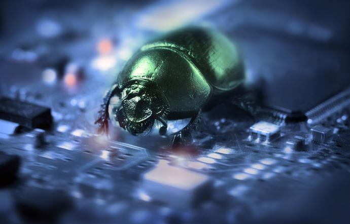 Bug böcek anlamına gelir ve ilk hata bilgisayar çiplerinin üzerinde gezen bir böcekten kaynaklanmıştır.