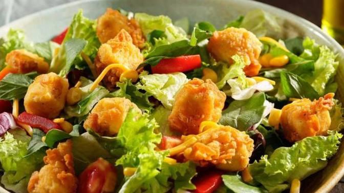 Hem Lezzetli Hem Sağlıklı: Çıtır Tavuklu Salata Tarifi