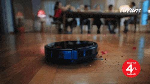 """Robot Süpürgenin """"Ben Tek, Siz Hepiniz"""" Dediği 5 An"""
