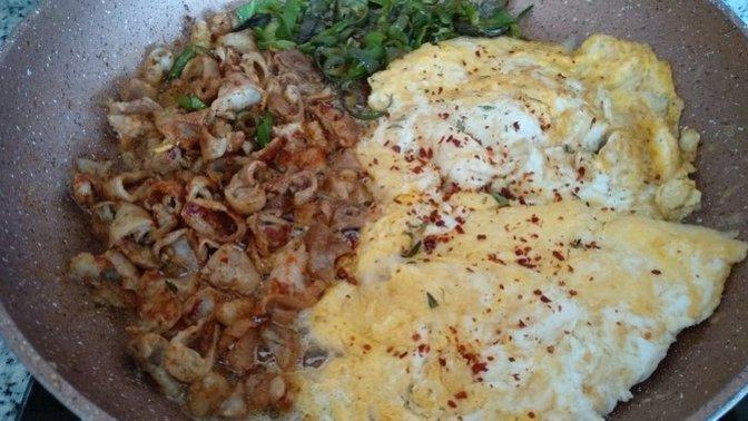 Evde Yapmaktan Çekinmeyelim: Yumurtalı Kokoreç Tarifi!