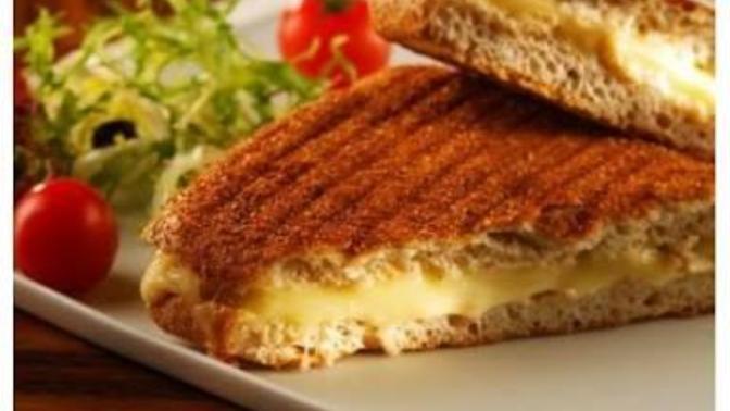 Mutfagin yolunu bilmeyenlere pratik tost tarifi!
