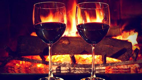 sevgiliyle şarap içmek