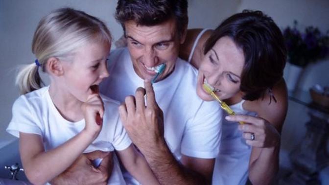 Çocuklara Diş Fırçalama Alışkanlığı Kazandırmak İçin Uygulamanız Gereken 6 Madde!