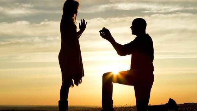 Birine ne kadar çok sevdiğini belli edersen o kadar çok muhtaç eder kendine