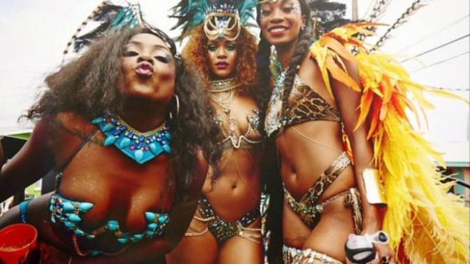 Müziğin Kraliçesi Rihanna'nın Olay Yaratan Festival Stilleri