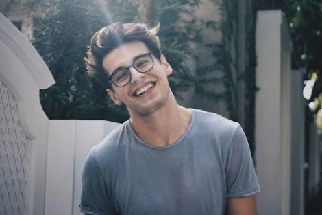 Gözlüklü erkek çekiciliği diye bir şey var mı?