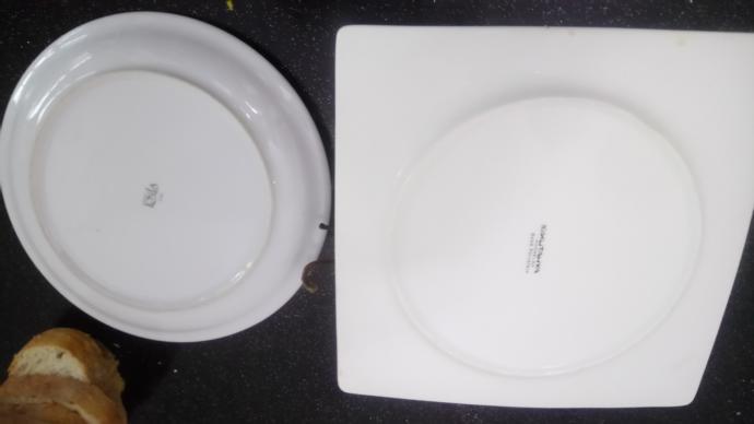 Bu tabakların altında hangi bekar, yakıșıklı, tek yașayan, mutfakla sevișmeyi seven erkek yemekleri var? Hepsicünü ben yaptım?