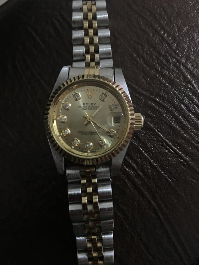 Gençler bu saatin fiyatını bilen var mı?