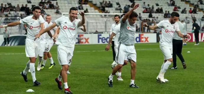 Beşiktaş 3-1 Sarpsborg! Yorumlarınız, futbolcular hakkında düşünceleriniz neler?