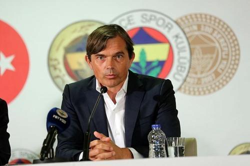 Fenerbahçe Teknik Direktörü Phillip Cocu, sizce Fenerbahçe'den istifa etmeli mi?