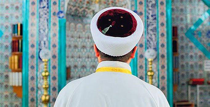Türkiye bunu da gördü. Manisa'da imam camide kadınla basıldı. Örnek din adamı sence nasıl olmalı?