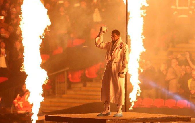 Anthony Joshua, Povetkin'i nakavt ederek namağlup dünya ağır siklet boks şampiyonu oldu. Boksa ilgin var mı? Hiç boks yaptın mı?