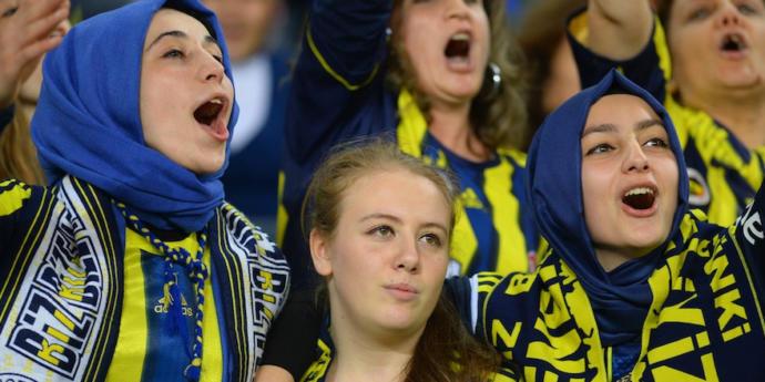 Futbol konuşan, izleyen kız çok itici değil mi 😴<br />?