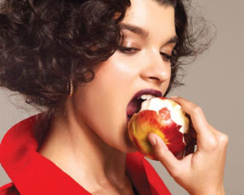 Elmayı ısırarak yiyebiliyor musunuz?