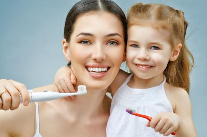Yatmadan önce diş fırçalandığı zaman, sabah ağız ve boğazda farklı rahatsız edici tat neden oluşur?