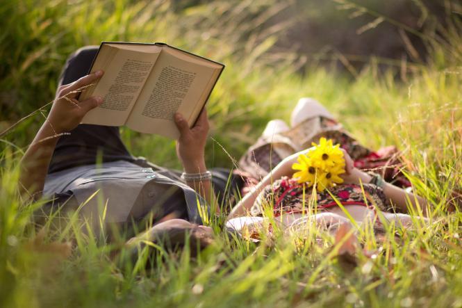 Hiç kitap okumayan birine tek bir öneriyle bu alışkanlığı nasıl kazandırırsınız?