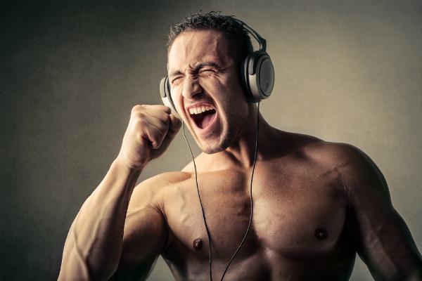 Yürüyüş ve koşu esnasında müzik keyfime keyif katacak bu sporcu kulaklıklarından hangisini seçmeliyim?