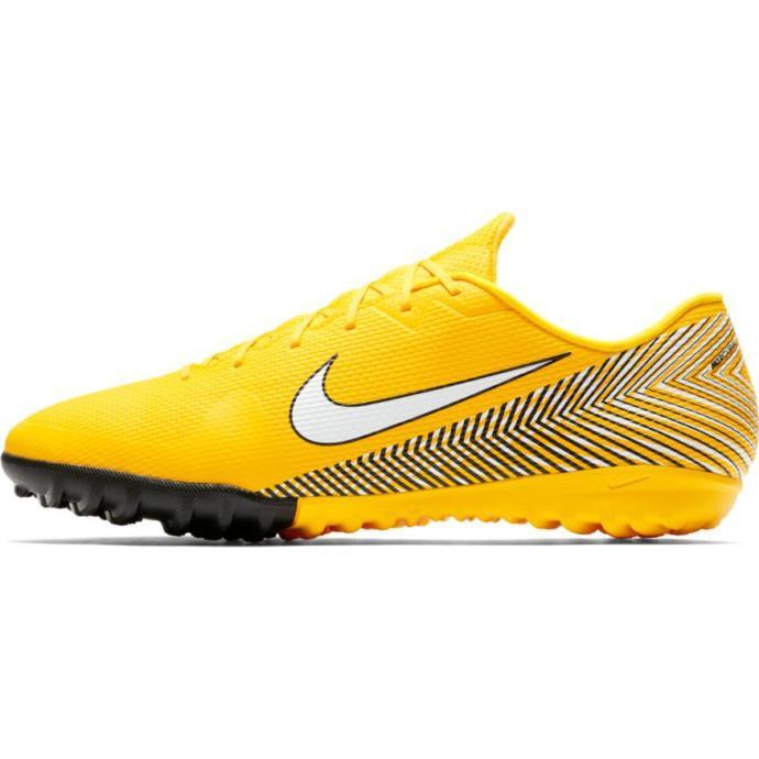 Nike halı saha ayakkabısı almak istiyorum. Sizce en iyi Nike halı saha ayakkabısı hangisi?