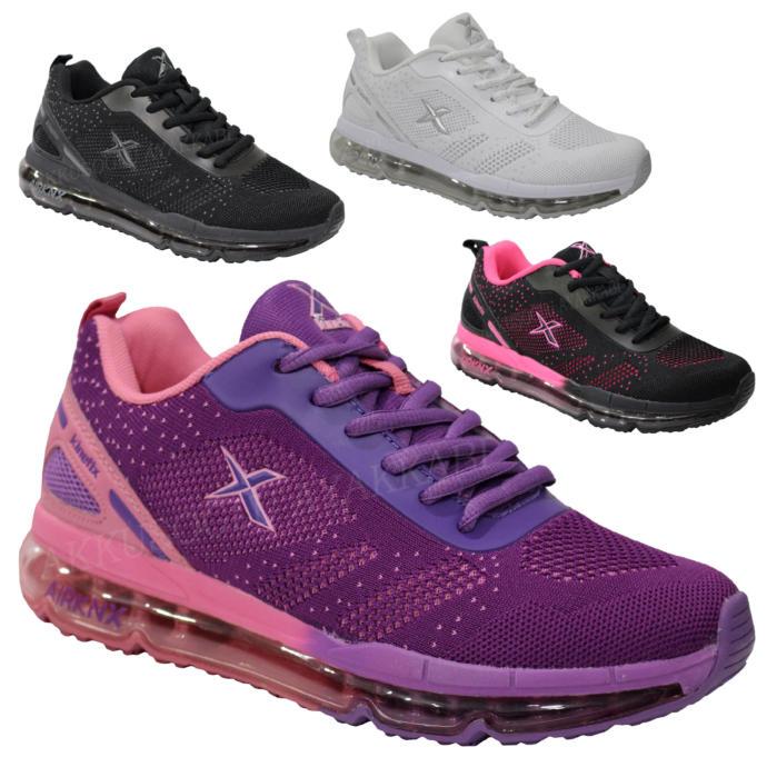 Sizce hangi Kinetix spor ayakkabı bayan için daha uygun?