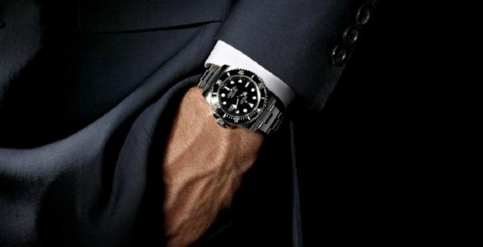 Zamanı durduracak nitelikteki bu spor saatlerden hangisi bir erkeği tamamlar?