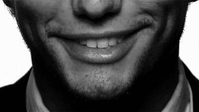 Karşı cinsin gülüşüyle başını döndürmesi için hangisi olmalı?