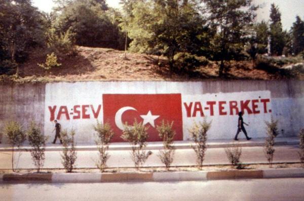 Türkiye'de bulunan tüm gümrük kapılarına bir şey yazacak olsanız ne yazardınız?