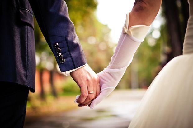 Kendinden 6-7 yaş büyük biriyle evlenir misin?