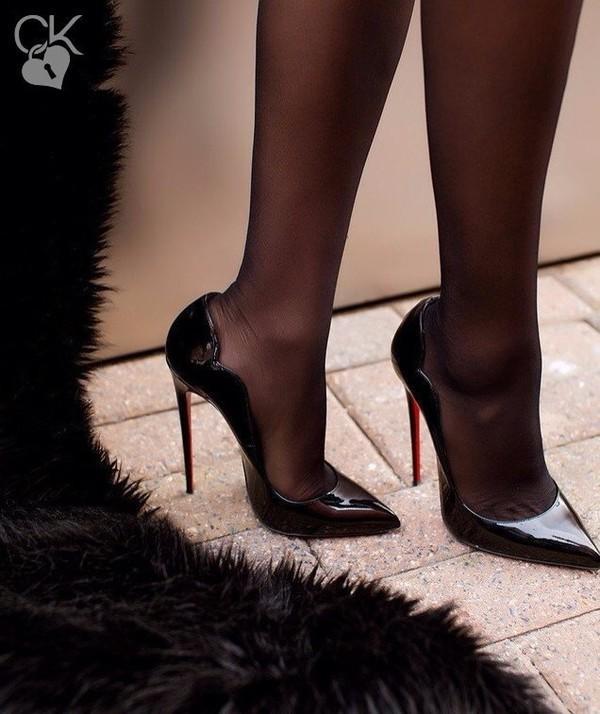 Kadınlara Göre Uzun Bacak Yırtmaçlı Abiye Elbiselerle En Şık Stileto Nasıl Olmalı?