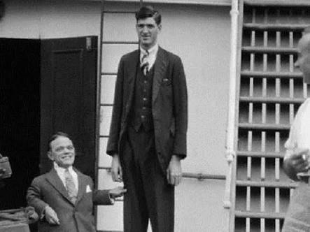 19 yaşında 1.42 m boyundayken 51 yaşında 2.34 m olan Adam Rainer'i hiç duydunuz mu?
