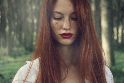 Çilli ve doğal kızıl saç rengine sahip insanları çekici buluyor musunuz?